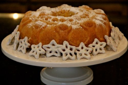 Catholic Cuisine: Twelfth Night Rum Cake- this was good - I used almond extract instead - turned out perfect