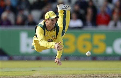 Australian Cricket Team Vice Captain George Bailey Taking Catch in Cricket World Cup 2015 Wallpaper