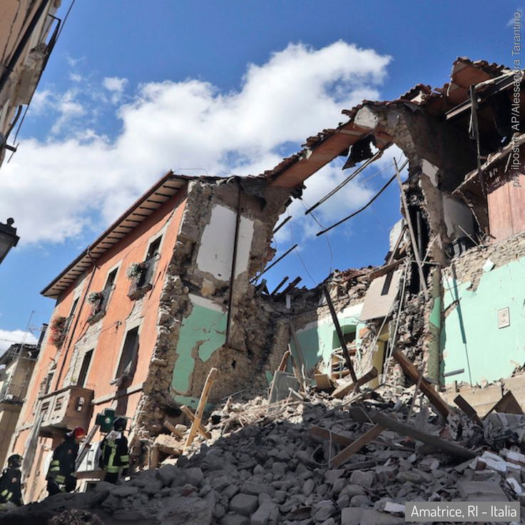 24 Aug 2016: a powerful #earthquake has devastated a string of mountain towns in central Italy, trapping residents under rubble, killing at least 278 people and leaving thousands homeless. Thanks VOLUNTEERS... and officials... who dug with their bare hands... to save civilians. #Gabriella #Ruggieri #Italy #Amatrice #ArquataDelTronto #PescaraDelTronto #ProtezioneCivile #volunteer #italianredcross #vvff #firefighter #lazio #marche #umbria (ph. ilpost AP Photo/Alessandra Tarantino)