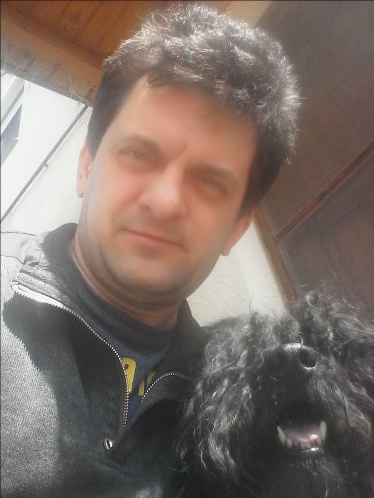 Gábor Herczeg, assistant, marketer, customer service, Sugar & Flower Dog Bakery (Mr. Splotch, the Hungarian puli, is also in the picture.). Herczeg Gábor, marketing asszisztens, Cukor & Virág Kutyapékség; www.cukorvirag.com (a képen látható még: Maszat úr, a puli)