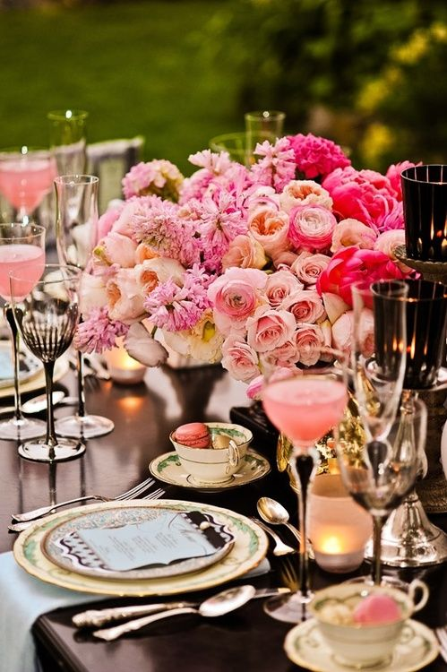 Black and pink table setting. #wedding #weddings