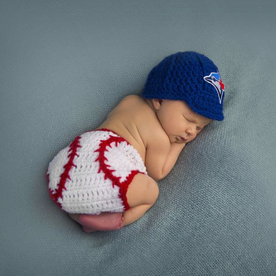 Baseball fans and future MLB all stars, this crochet baseball set is for you! Cheer on your team, wear for a photo shoot or give as a gift. This is a listing for a Toronto Blue Jays newsboy brimmed hat with MLB patch and baseball diaper cover. If you would like this set for a different team or in another colour of hat, please contact me. This diaper cover is adjustable using any of the top stitches on the strap as your child grows. Diaper cover measures: Newborn: 5-8 lbs (up to 2 weeks of…