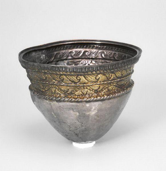 Sincraieni dacian silver cup with gold romania argintul dacilor  getilor batut aur 100 BC