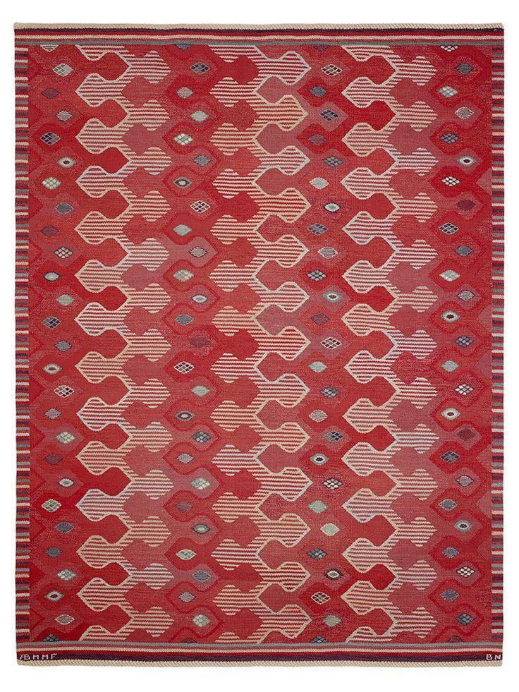 KRINGELIKROKA, RÖD Designed by Barbro Nilsson in 1954 #MMF #MärtaMååsFjetterström #MartaMaas #Handwoven #Handmade #Flatweave #Rug #Rugs #SwedishCarpets #SwedishDesign