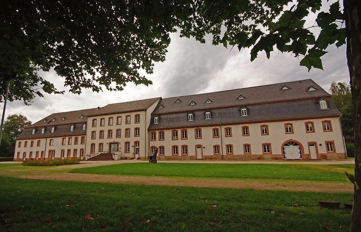 Gleich geht`s bei uns mit dem Starkregen los. ...  Hilft nix, da müssen wir wieder durch. Auch das Deutsche Zeitungsmuseum in Wadgassen. :-)
