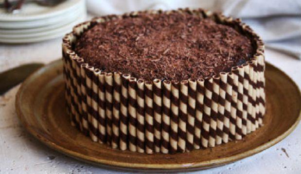 Τούρτα σοκολάτας με πουράκια από το sidagi.gr!