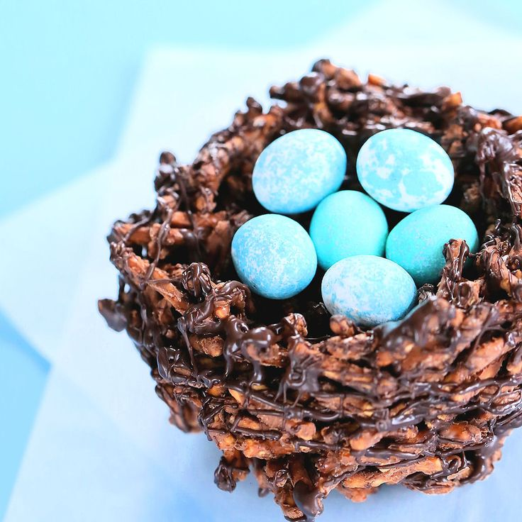 We're sharing a tutorial on how to make an edible bird's nest cake topper. It's perfect to top a spring garden bridal shower cake, woodland baby shower cake or
