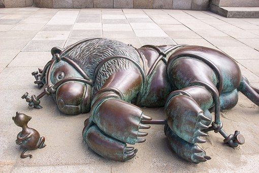 Bronzová Socha, Lev A Myš