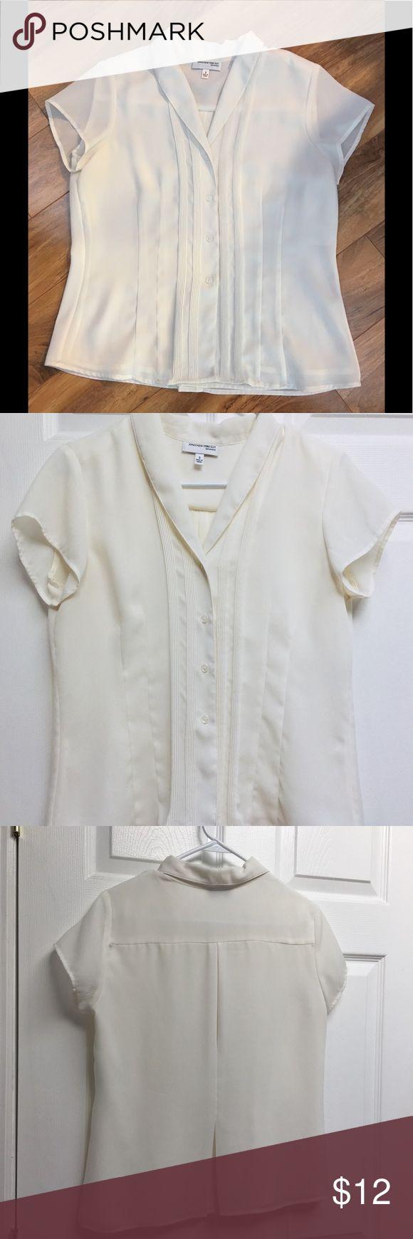 Jones New York s/s blouse size 6 Jones New York Suit Separates Short sleeve Beige/cream color Size 6 Jones New York Tops Blouses