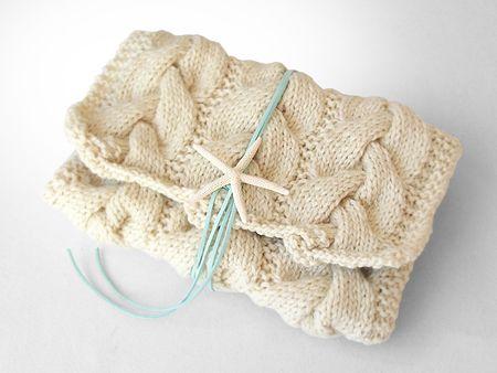 ニットクラッチバッグ-Ine(S)-OWT - Beyond the reef 一つ一つ丁寧に編み上げるハンドメイドのクラッチバッグ