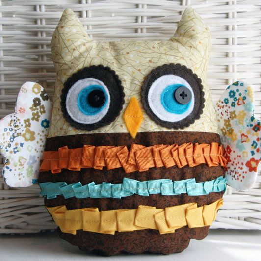 Owliver; link to tutorial: Owl Pillows, Owl Projects, Stuffed Owl, Owl Crafts Sewing, Owliv Plushies, Easy To Make Plushies, Sewn Owl Plushies, Extreme Adorable, Owl Patterns