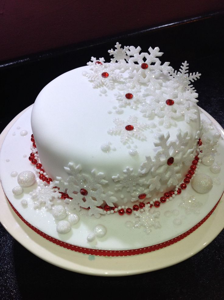 The 25 best ideas about christmas cake designs on for Iced christmas cakes