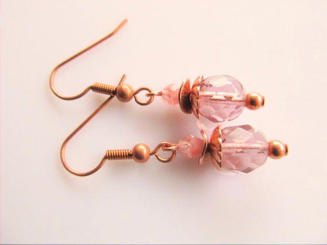 Oorbellen Copper Jantine glaskralen facet in paars en roze geheel koper afgewerkt.