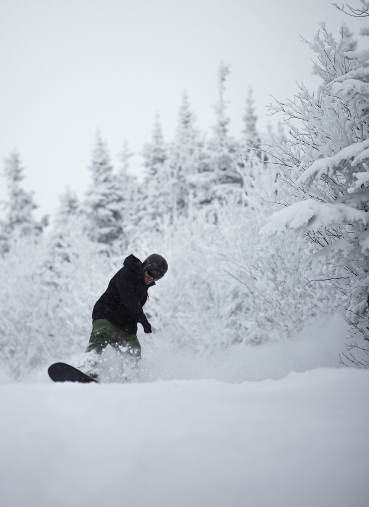 Cruising through some pow at Mont Miller, QC.   #snowboarding #powder #snow #quebec #canada #adventure #photography #sports