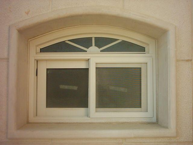 شباك سحاب مع ديكور داخلي Windows