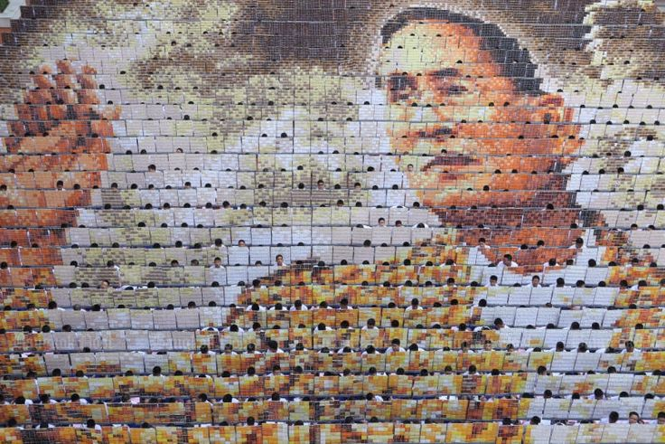 About 1,250 students take part in card stunts honouring the late King Bhumibol Adulyadej at Assumption College on Oct 28, 2016. — Jiraporn Kuhakan.