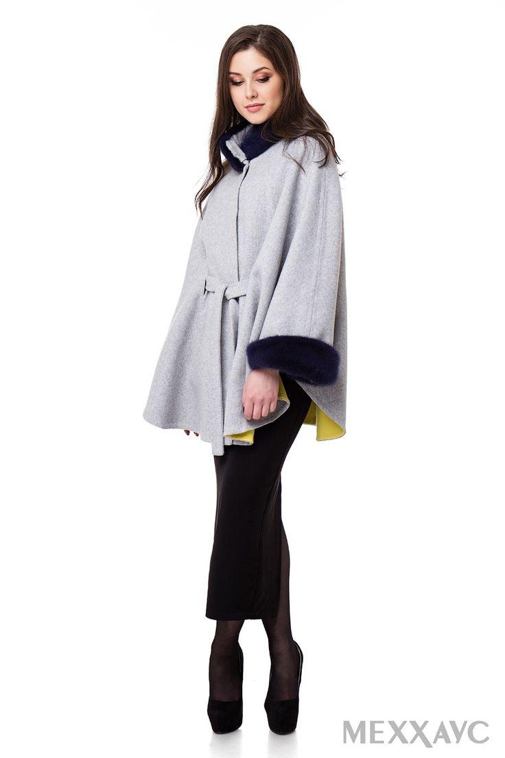 Пальто-пончо из итальянской ткани double-face (шерсть/кашемир), с отделкой из отстегивающейся норки.
