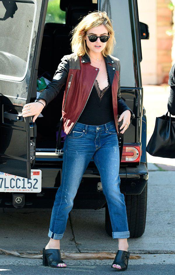 Lucy Hale veste bodysuit com calça e bomber jacket