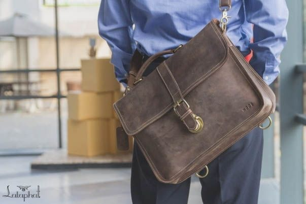 Alpha Series of Lataphat is my first Leather Bag products. This bag is elegant for work, cool for travel and durable for years. It made from Full Grain leather (Pull Up and Crazy Horse type) with vegetable tanned process combined with Solid Brass for the accessories and Polyester Thread.