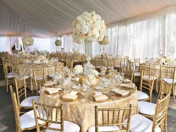 For A Gorgeous Gilded Wedding Use Luxurious Textured Table