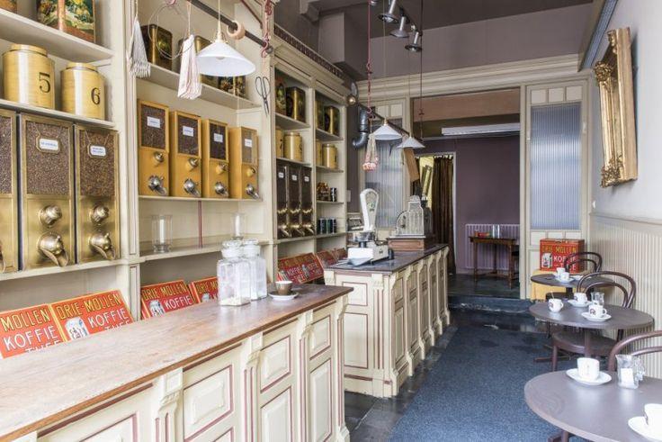 Koffiebranderij De Drie Mollen werd opgericht in 1818 in 's-Hertogenbosch. Dit bedrijf is voor de stad 's-Hertogenbosch bijna twee eeuwen een belangrijk onderdeel van de bedrijvigheid geweest. Na de Tweede Wereldoorlog groeide De Drie Mollen uit tot de op een na grootste in Europa. Na diverse fusies en overnames verdween eerst de branderij uit 's-Hertogenbosch en uiteindelijk ook het kantorendeel. In 2013 werd de winkel gesloten.