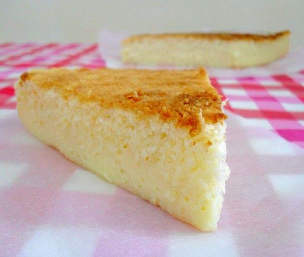"""Aujourd'hui une petite évasion sous le soleil, dans les îles avec ce """"gâteau-flan"""" à la noix de coco. A la cuisson, la pâte se sépare en deux parties: le flan va au fond et le gâteau à la surface :). Pour tous ceux qui préfèrent avoir un goût encore plus..."""