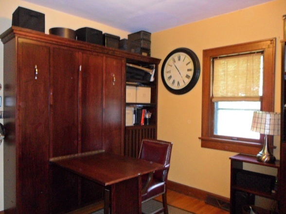 Murphy bed with fold down desk in home office guest room for Awesome murphy beds