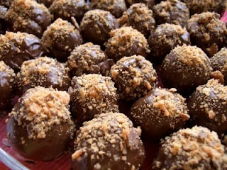 Butterfinger Cake Balls :) Awesome!