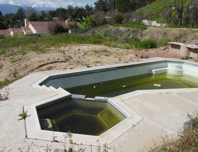 abandoned pools--like the hot tub! - 74.6KB