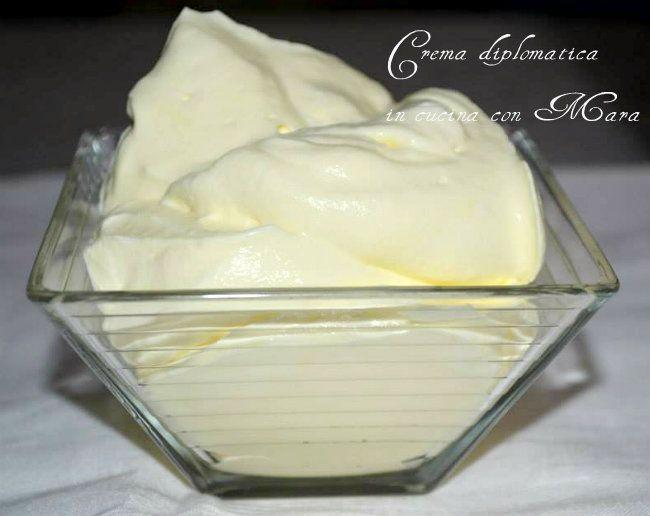 La crema diplomatica detta anche crema chantilly all'italiana è il risultato dell'unione di crema chantilly e crema pasticcera.