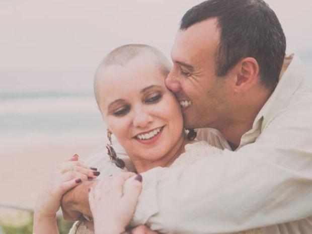 Mariana Leone, criadora do blog câncer com alegria, com o marido, Fábio (Foto: Arquivo Pessoal)