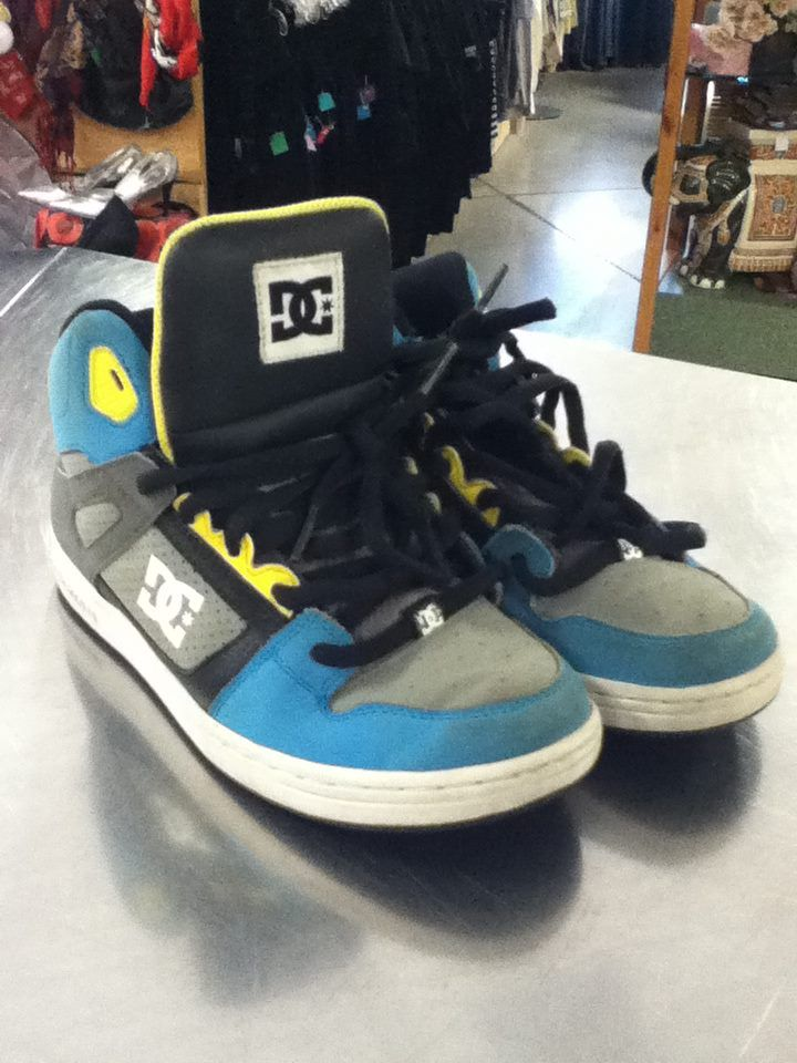 DC Kids shoes in a great condition! Click the image to see a gallery of our back to school items and kids wear.