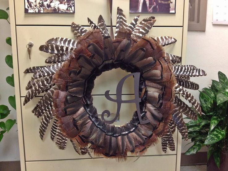 how to make a wreath out of turkey feathers