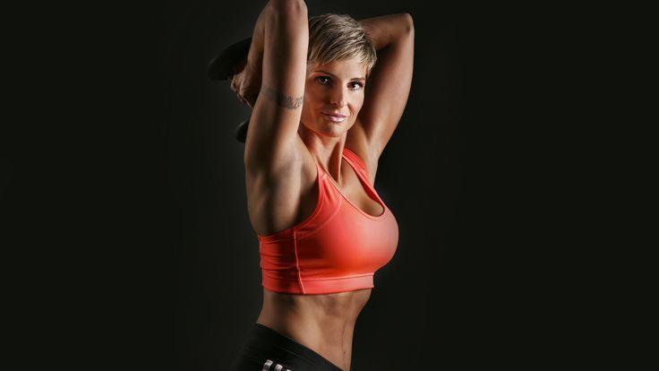 Posilování paží je hlavně pro ženy důležité. Povolení svalů zejména v oblasti tricepsů totiž v pokročilém věku vypadá dost nevzhledně.