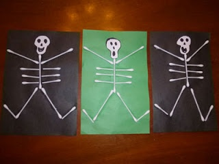 Fun and easy skeleton craft for toddlers, preschoolers and young children