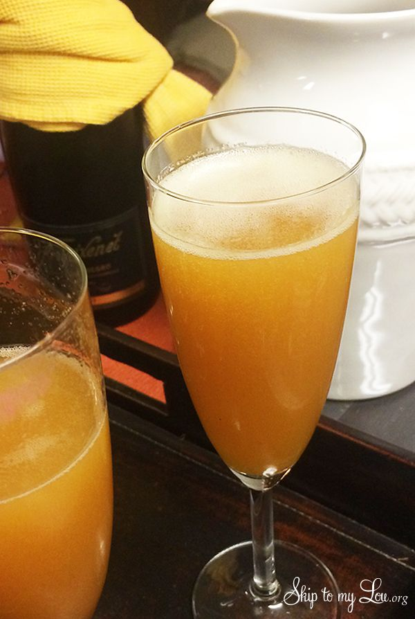 Apple cider mimosa- the best fall cocktail recipe!