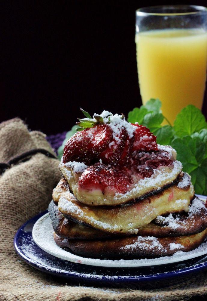 http://ostra-na-slodko.pl/2015/06/20/truskawkowe-pancakes-z-twarozkiem/