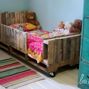 diy kinderbett aus paletten kinderzimmer ideen f r. Black Bedroom Furniture Sets. Home Design Ideas