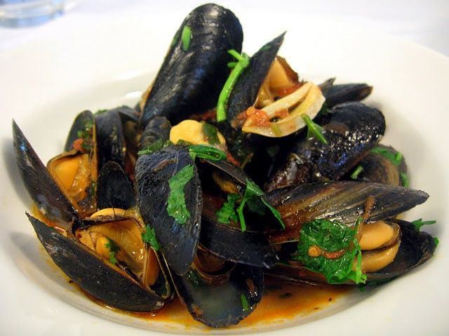 Mussels in Spicy Tomato Wine Sauce | recipes | Pinterest
