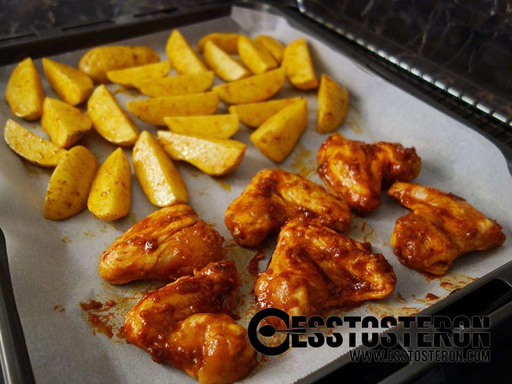 Rezept für selbst marinierte Chicken Wings mit Potato Wedges. Fast genauso schnell gekocht wie Fertigprodukte!