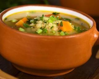 Soupe de légumes diététique au quinoa : http://www.fourchette-et-bikini.fr/recettes/recettes-minceur/soupe-de-legumes-dietetique-au-quinoa.html