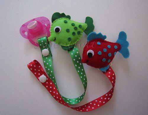 ♥♥♥ Prendedores de chupeta peixinho... by sweetfelt  ideias em feltro
