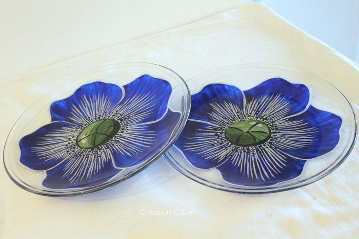 """Duo d'assiettes en verre avec  """"Coquelicot bleu"""" peint à main levée  C.Kim"""