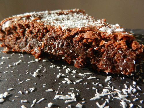 Un gâteau au chocolat fondant et délicieusement parfumé à la noix de coco. Niveau: très facile Pour 8 personnes Ingrédients: 200g de chocolat noir 4 oeufs 130g de beurre 120g de sucre 140g de noix de coco 1 cuillère à soupe de farine (ou de maïzena) Préchauffez...