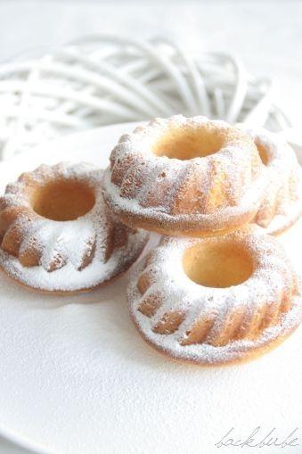 Vanille-Schüttelkuchen - 4 Stück auf einem Teller