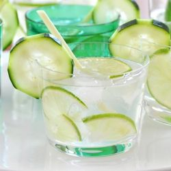 The Spring Breeze Cocktail is a great go to drink for the long weekend with flavors of lemongrass & cucumber!