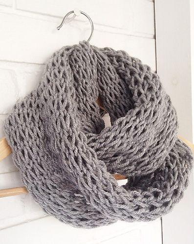 Loose knit padrão de lenço infinito por Devise. Crio. Inventar
