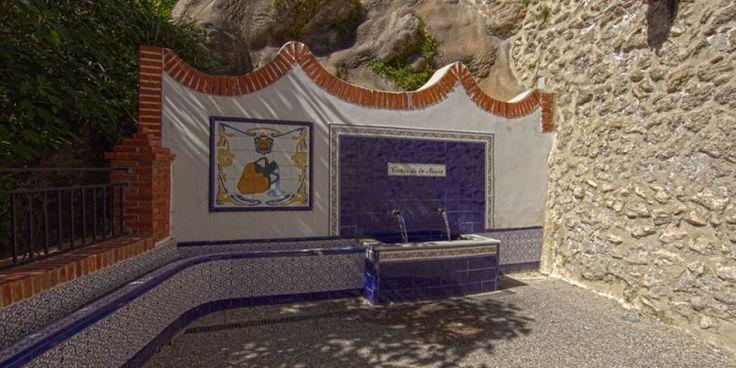 Los Caños de la Novia es una fuente urbana que se encuentra en el municipio de Vélez Blanco, se remontan al S.XVIII aprox. Este manantial perteneciente a la cuenca del Rio Segura recibe sus aguas de Sierra Maria del Parque Natura Sierra Maria Los Vélez  http://losvelezhoy.com/rincones-con-encanto-de-velez-blanco-los-canos-de-la-novia/