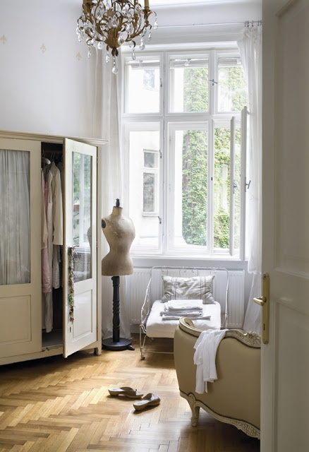 Bedroom shabby chic French country rustic Swedish decor idea