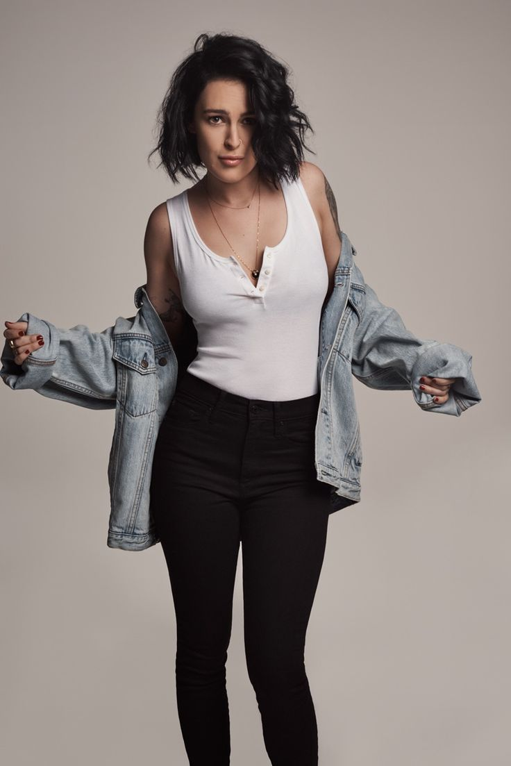 Daughter of Demi Moore, Rumer Willis, stars in Gap's spring-summer 2017 campaign